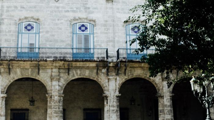 Desde este balcón miraba yo mi Habana y mi gente...Conversaciones profundas, risas, llantos.